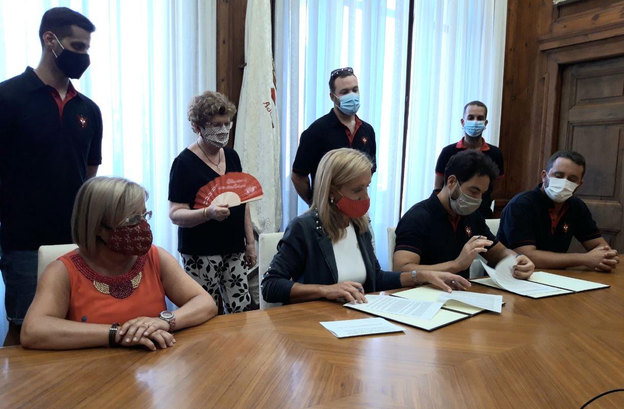 La Colla Joves cedeix el seu fons documental a l'Arxiu Municipal de Valls