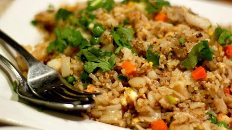 طريقة عمل وتحضير الأرز البنى للسمك بالخطوات