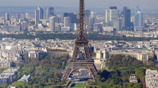 بم تشتهر مدينة باريس؟