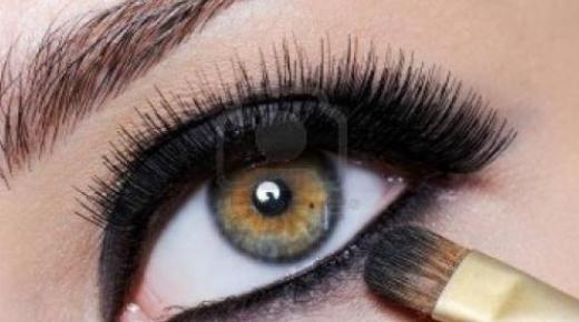 طريقة مكياج العيون الصغيرة