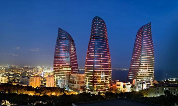 بم تشتهر دولة أذربيجان ؟