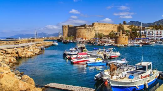 بم تشتهر دولة قبرص؟