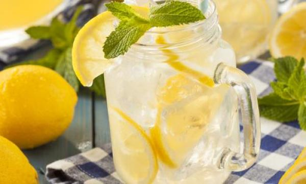 طريقة عمل عصير الليمون بأكثر من وصفة وتحضيره بطرق عديدة وسهلة