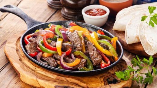 طريقة عمل فاهيتا اللحم وتقديمها