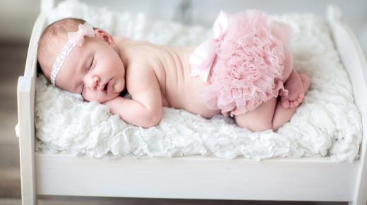 علامات الحمل ببنت.. وكيف أعرف إنى حامل ببنت من شكل البطن أو عن طريق البول؟