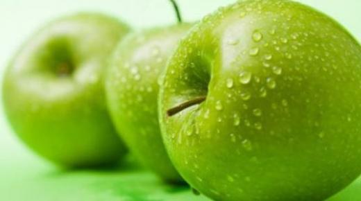 فوائد التفاح الأخضر وتناوله على الريق