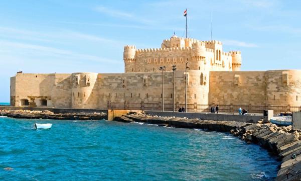 أين توجد قلعة قايتباي ؟