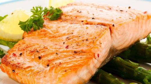 كيفية طبخ سمك السلمون بالبصل