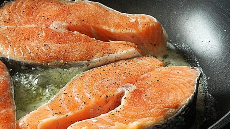 كيف يطبخ سمك السلمون ؟