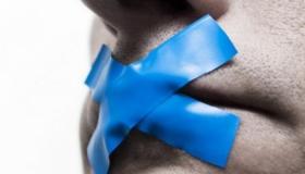 انصت لمن حولك.. 7 أساليب تساعدك على التوقف عن الثرثرة