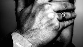 توقف فورًا عن التعامل معه.. إليك 4 نصائح لتنسى شخصًا جرحك