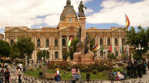 ما هو نظام الحكم في بوليفيا ؟