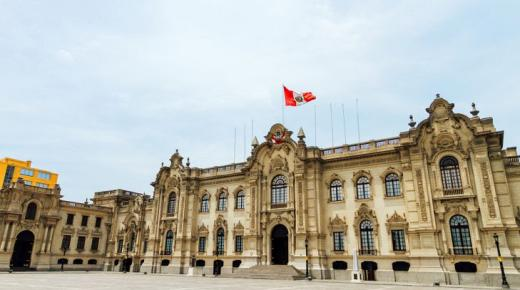 ما هو نظام الحكم في بيرو؟