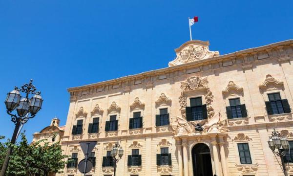 ما هو نظام الحكم في مالطا؟