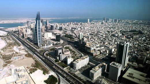 بم تشتهر دولة البحرين ؟