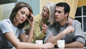 كيف تتجنبين إزعاج أم الزوج أو الحماة؟
