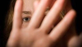 فوبيا الثقوب الأعراض وعوامل الخطر وكيفية العلاج