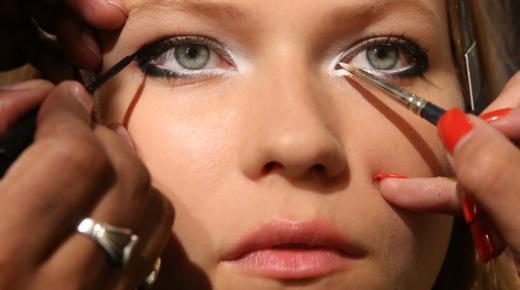 طريقة مكياج العيون للمبتدئين