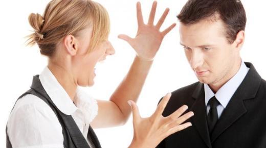 لماذا يتجاهل الشاب الفتاة التي يحبها؟