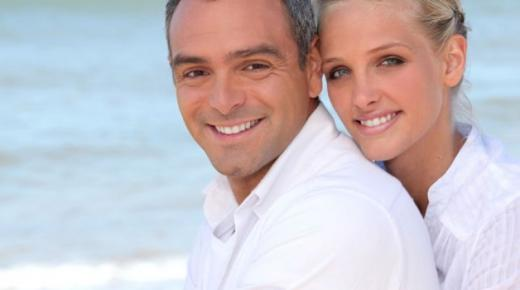 فارق السن المناسب بين الزوجين