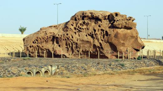 موقع صخرة عنترة بن شداد