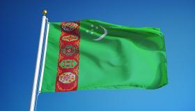 ما معنى ألوان علم تركمانستان؟