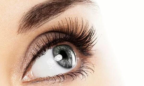 نصائح للحصول على عيون واسعة من خلال الماكياج