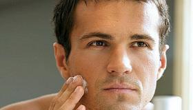 هل يحتاج الرجل إلى كريم الوجه؟ وما هي أنواع الكريم للرجال؟