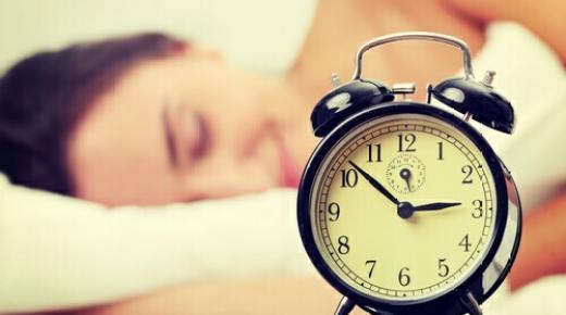كيفية تجديد الجلد أثناء النوم لاستعادة شباب البشرة