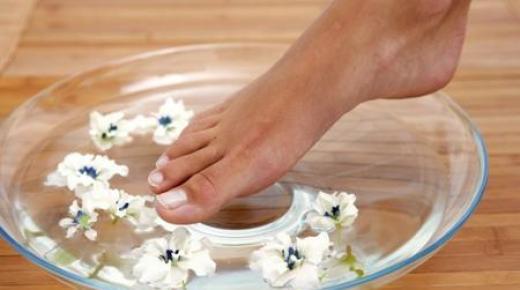 علاج تشقق الكعبين بوصفات منزلية فعالة