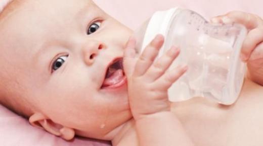 أهمية كثرة شرب الماء عند الأطفال