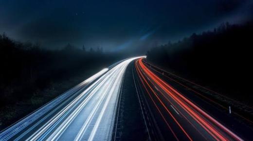 بينهم 4 محاولات لاكتشافه.. حقائق حول قياس سرعة الضوء
