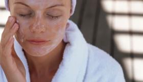 أفضل 4 منتجات ترطيب الجلد المنزلية