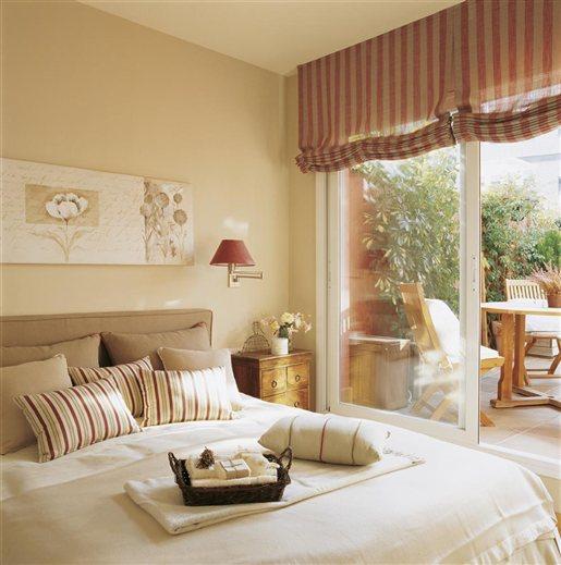 Dormitorio principal con terraza. Con una pequeña terraza