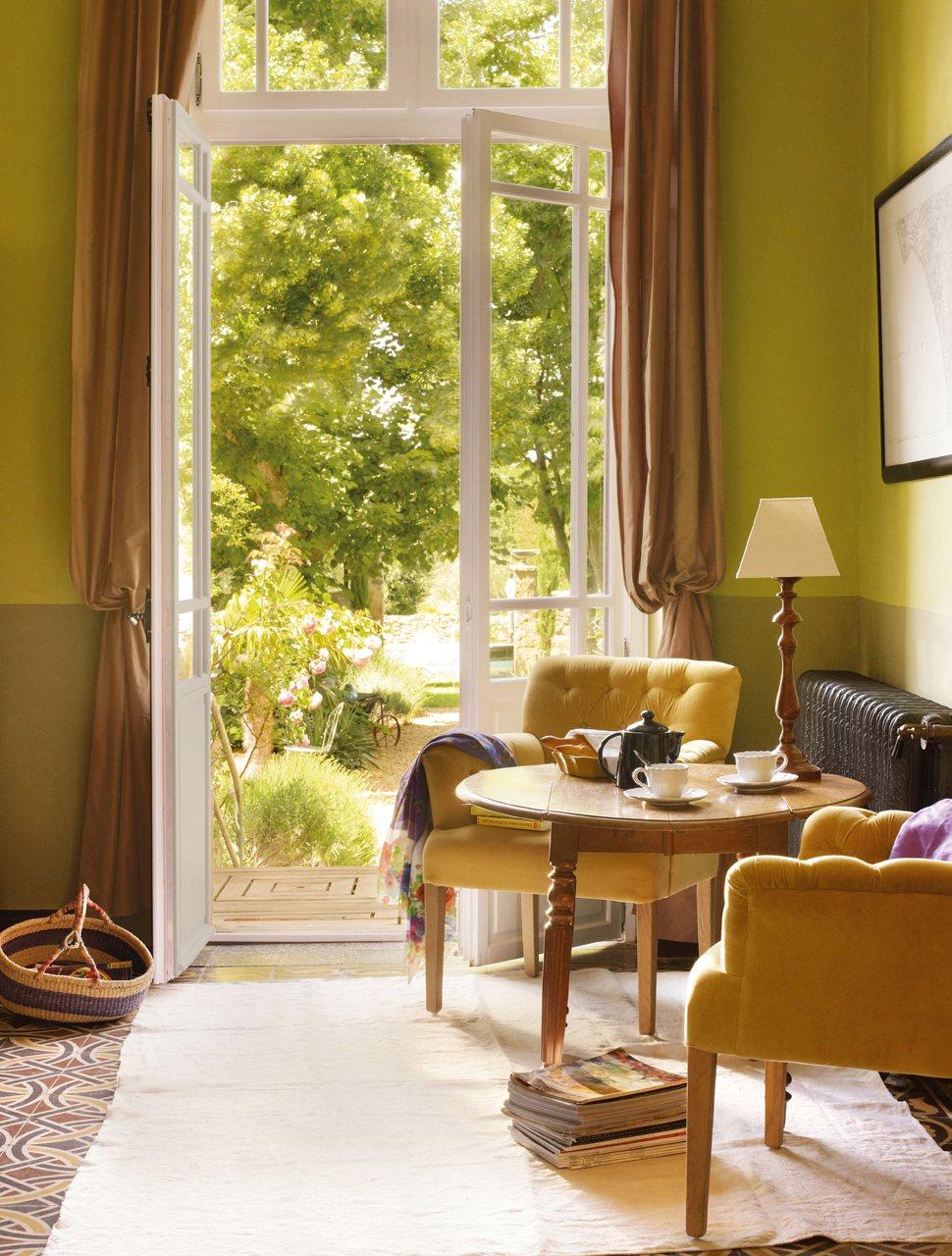 Verde en tono oliva