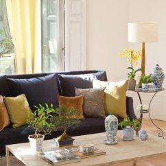 Y Sofa Corner Sofas Leather Uk Cuatro Estilos Para El Salon Cojines Sobre De Terciopelo Sofisticacion Exotismo En Azul