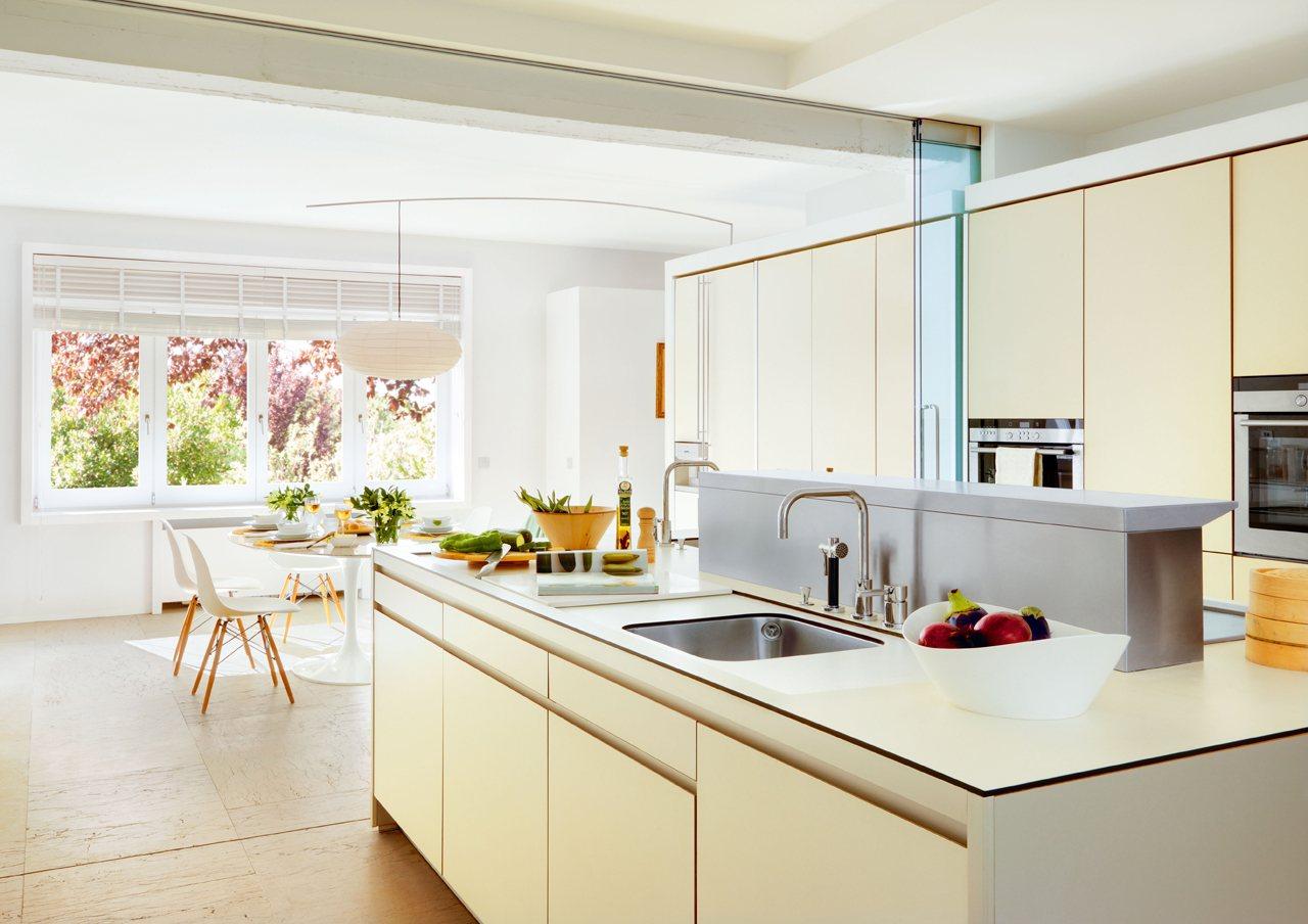 Una cocina luminosa y muy completa