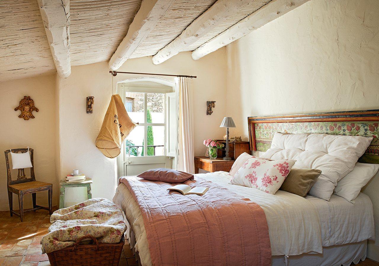Un antiguo pajar convertido en una casa de pueblo con jardn