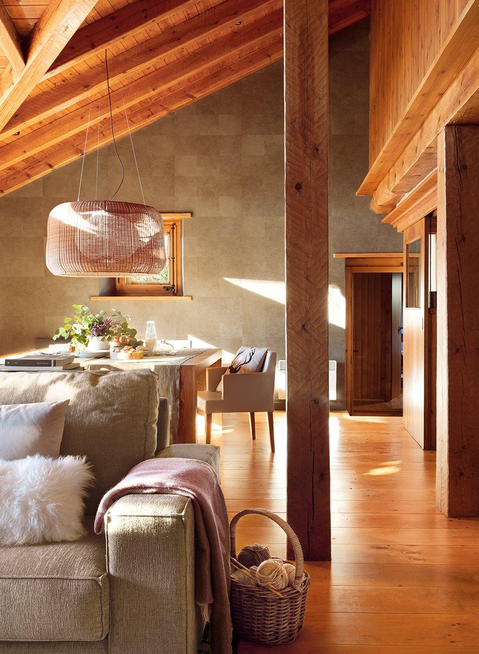 Una cabaa de piedra y madera de pino