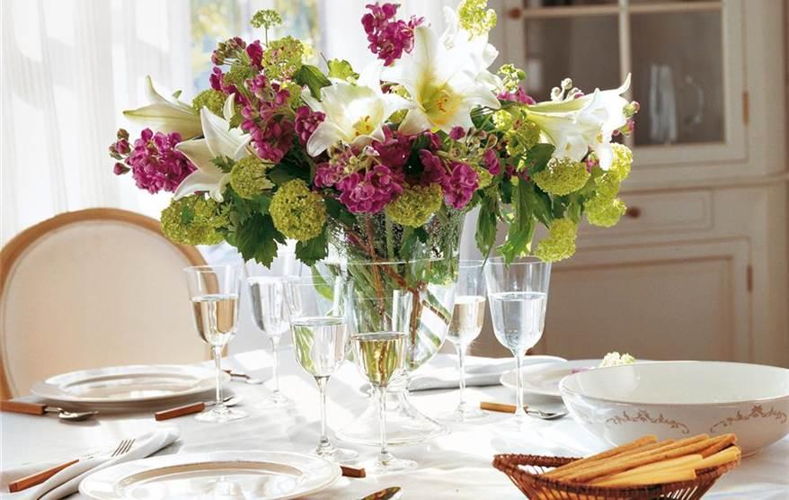 Crea centros de mesa con ramos de flores
