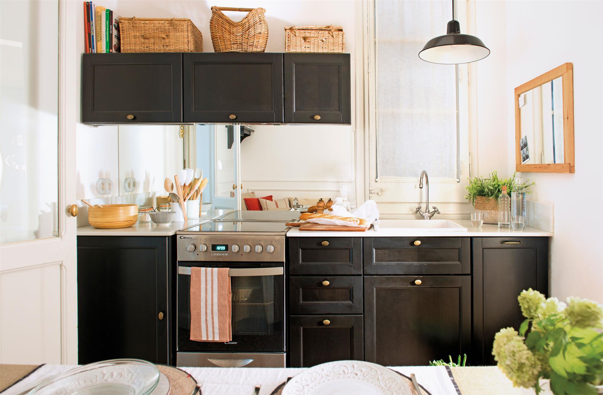 10 cocinas pequeas que aprovechan el espacio