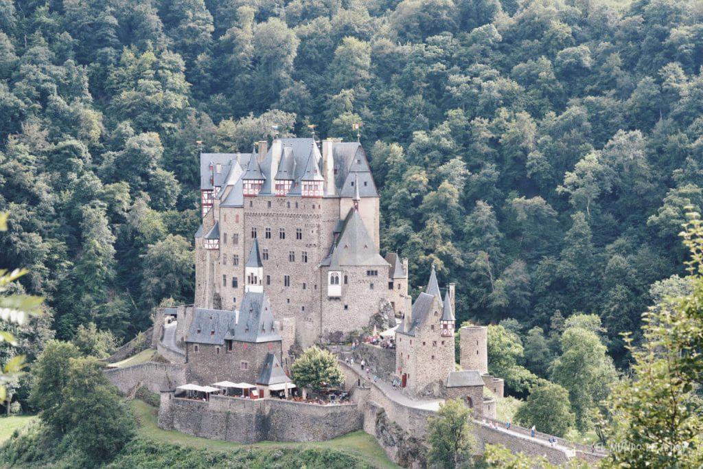 Castillo de Eltz de costado