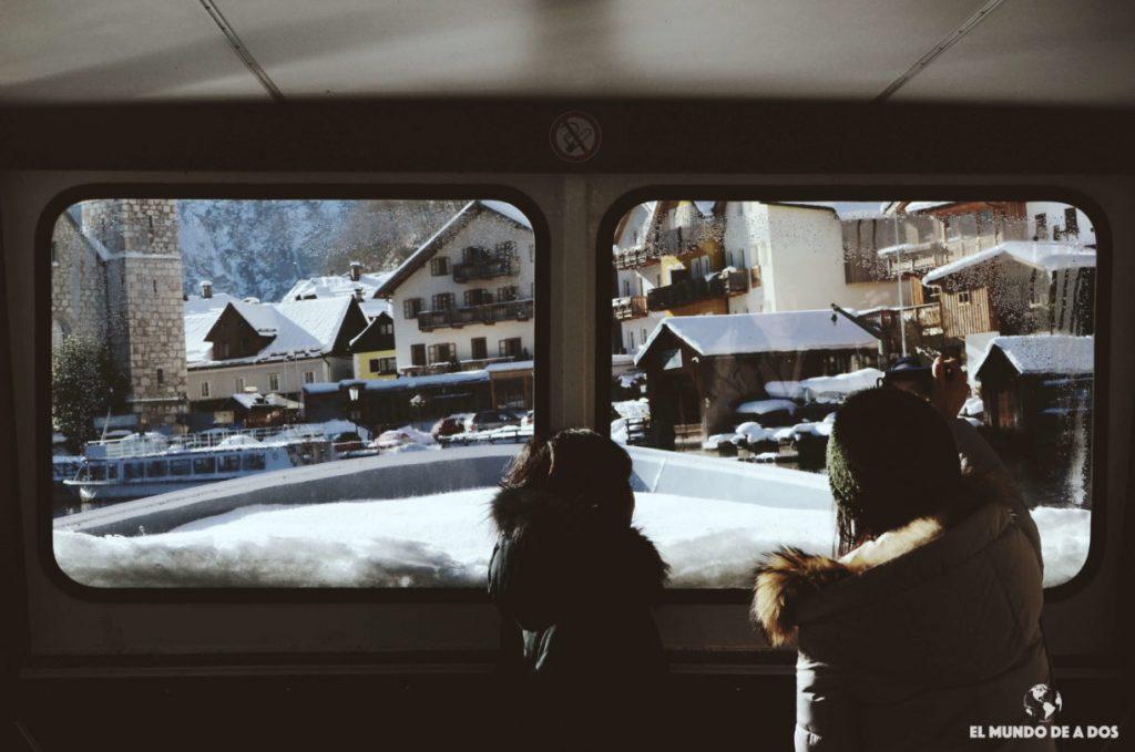 En el barco. Hallstatt en invierno