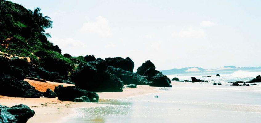 Rocas en Playa do Amor. Playas de Pipa