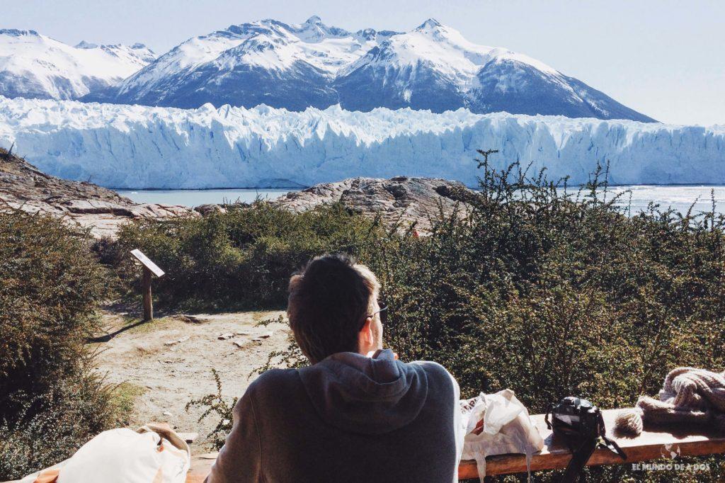 Almorzando frente al glaciar. Minitrekking Perito Moreno