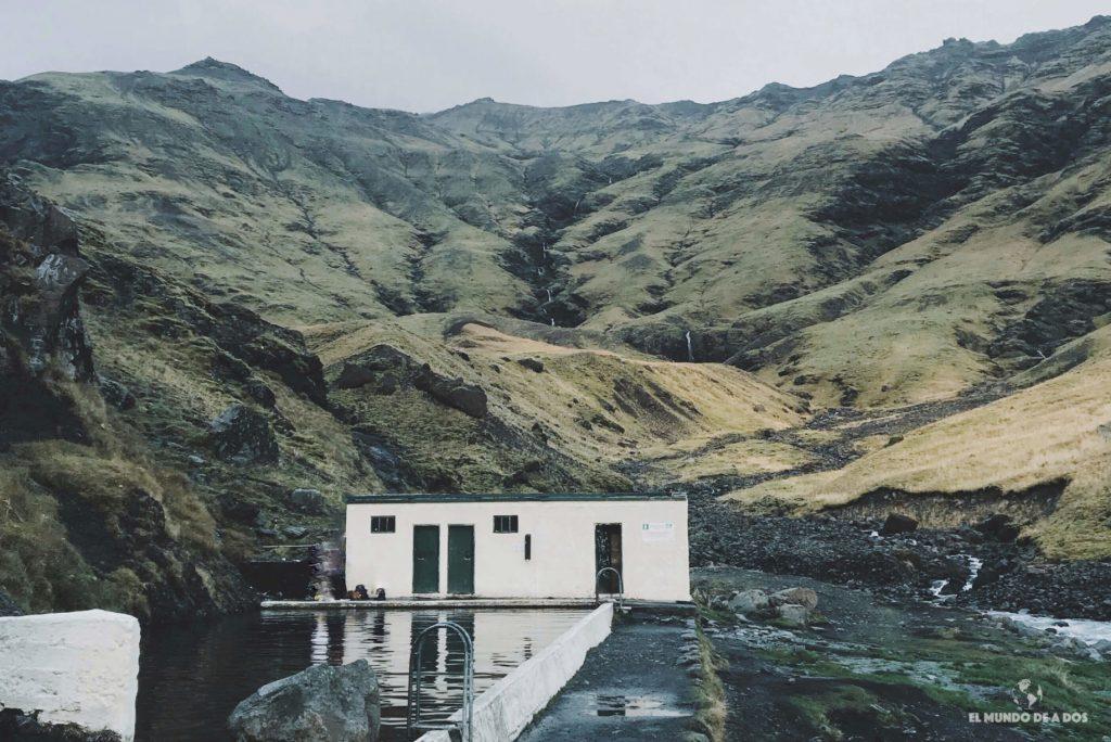 Primer pileta pública. Islandia en Octubre.
