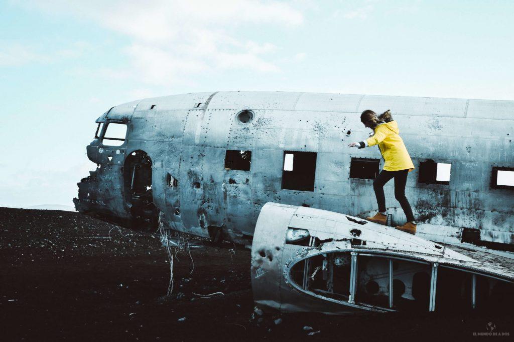 Trepando al avión estrellado en Islandia. Guía para viajar a Islandia