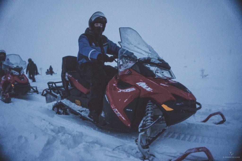 En moto de nieve. Viajar a Laponia en invierno