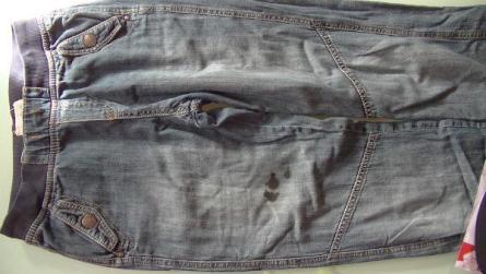 Disimular una mancha de tinta en pantalón vaquero