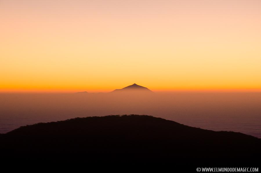 Ruta de Senderismo por el Montañón Negro - Teide